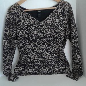 Donna pretty lace black and cream top